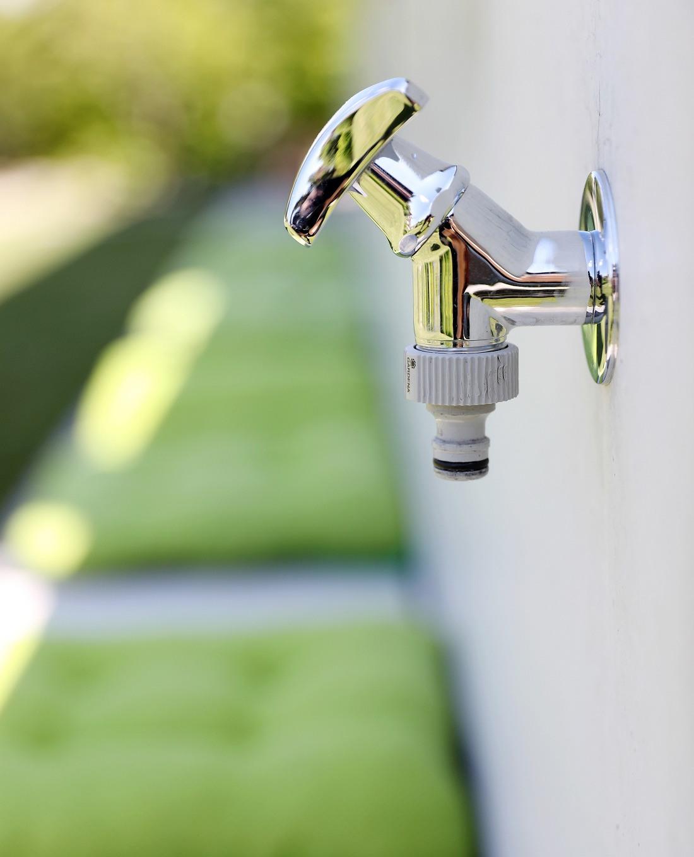 Designgarten Wasserhahn Mauerscheiben Sichtbeton